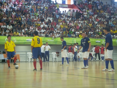 Final em Medellin: xô Maracanã!